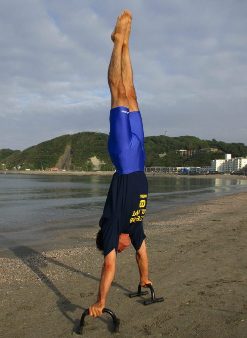 逗子海岸にて 日課の体操
